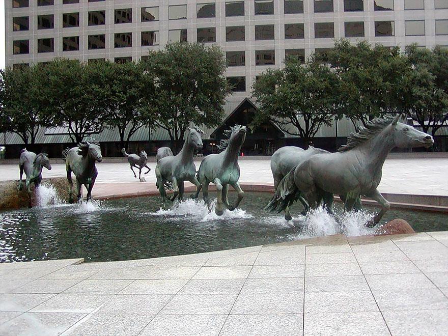 statue belle cavalli texas