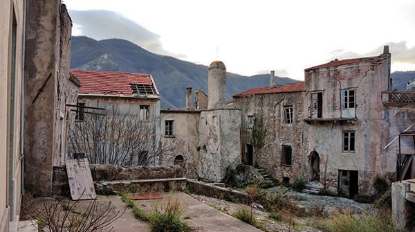 50 foto di luoghi abbandonati for Case abbandonate italia