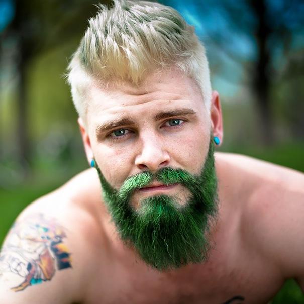 uomini tritoni si tingono la barba