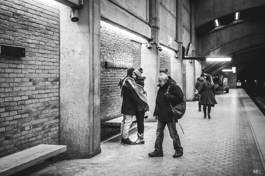 Fotografa le persone che fanno l 39 amore in pubblico - Persone che fanno l amore in bagno ...