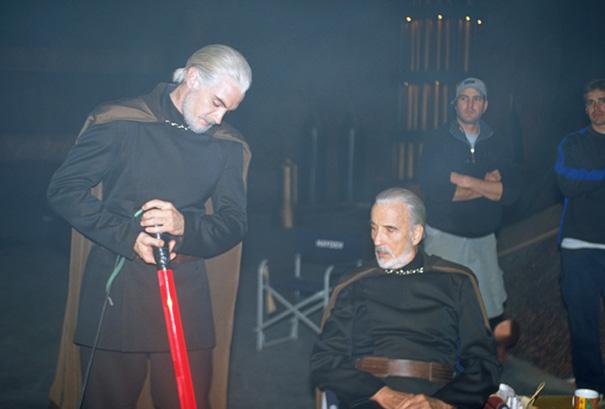 Sir Christopher Lee e controfigura sul set di Star Wars