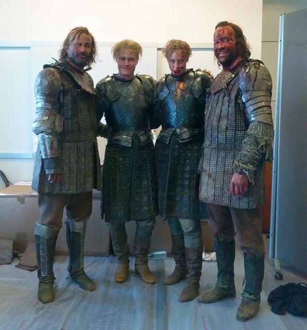 Gwendoline Christie And Rory McCann con le controfigure per Game of Thrones
