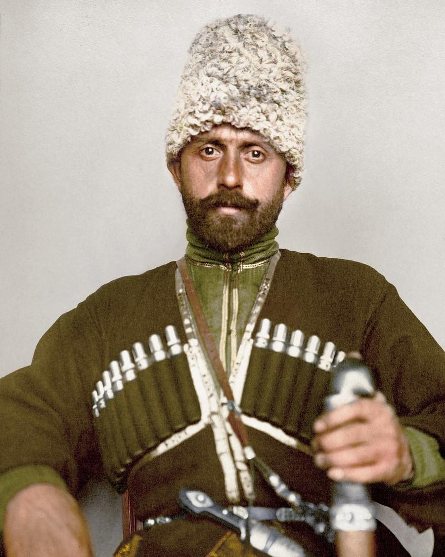 Abito tradizionale di un uomo cosacco nel 1900