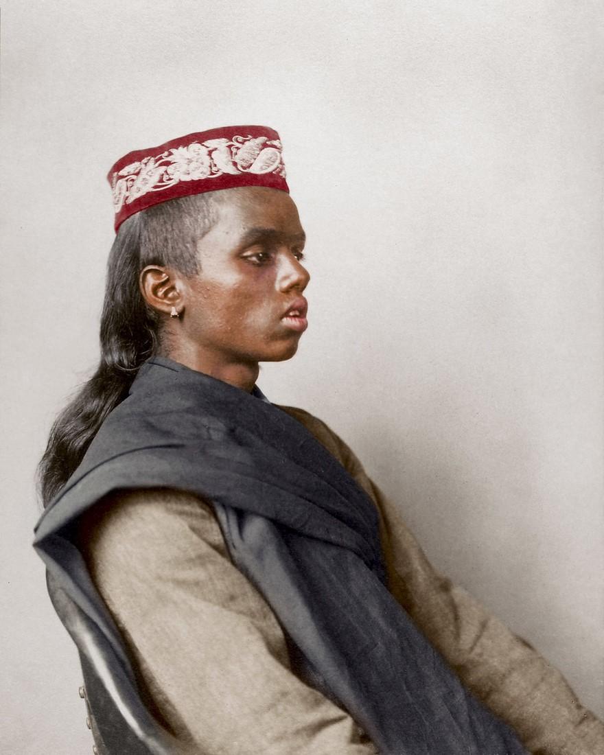 Ragazzo indù con il topi, berretto indiano