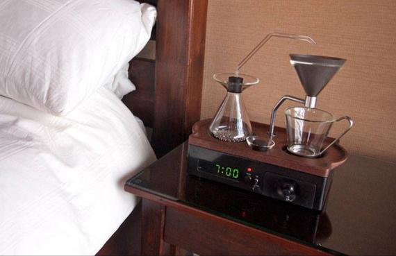 Barisieur sveglia che prepara il caffè