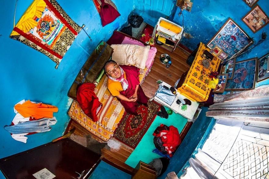 Stanza di uno studente buddista del Nepal