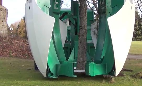 Macchina che sposta alberi