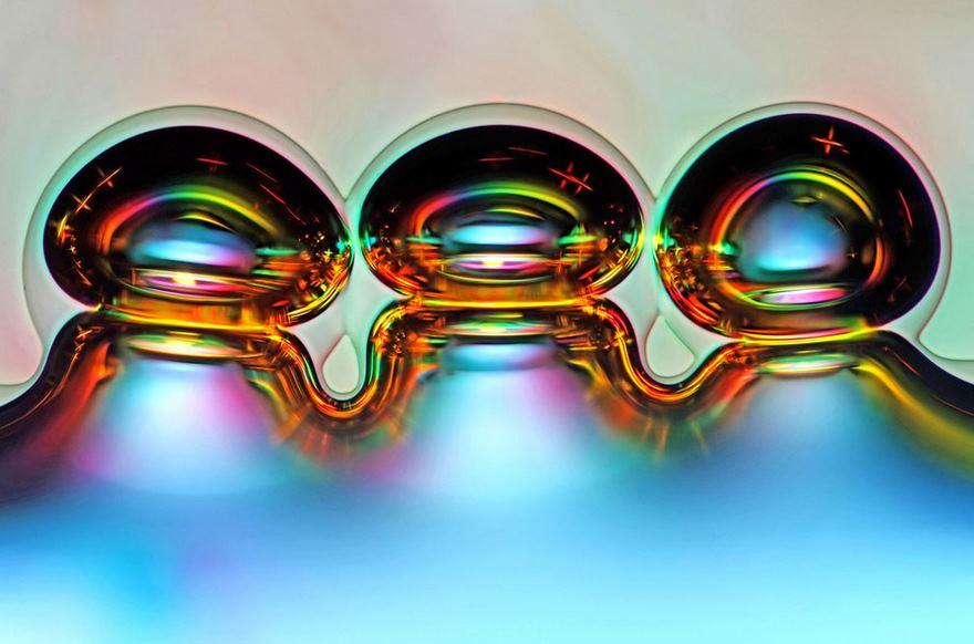 Bolle d'aria formate da cristalli di acido ascorbido sciolti
