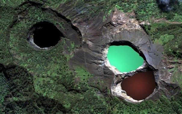 laghi monte kelimutu cambiano colore