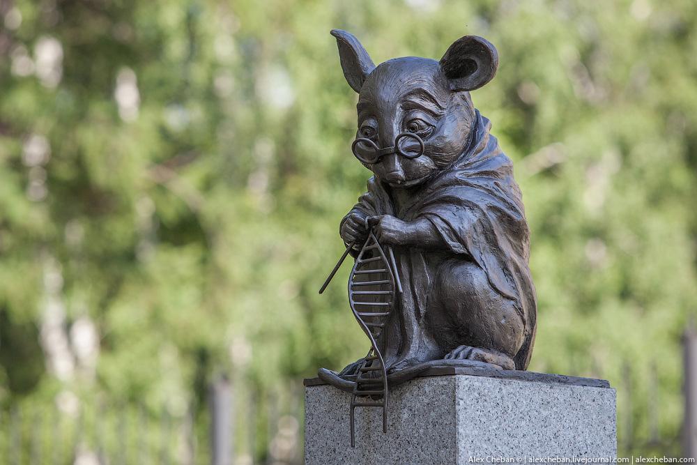 statua in onore dei topi di laboratorio