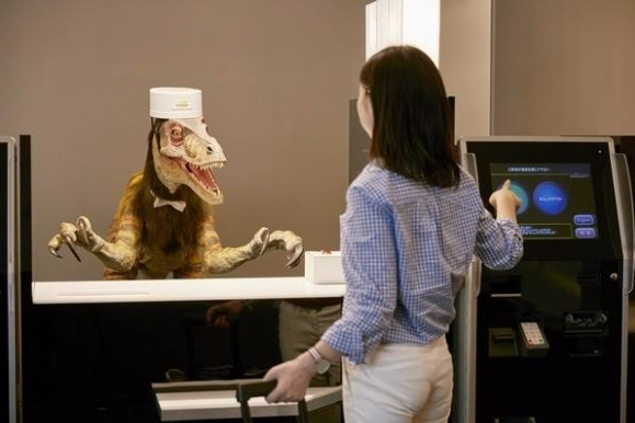 Henn na Hotel servito dai robot in Giappone