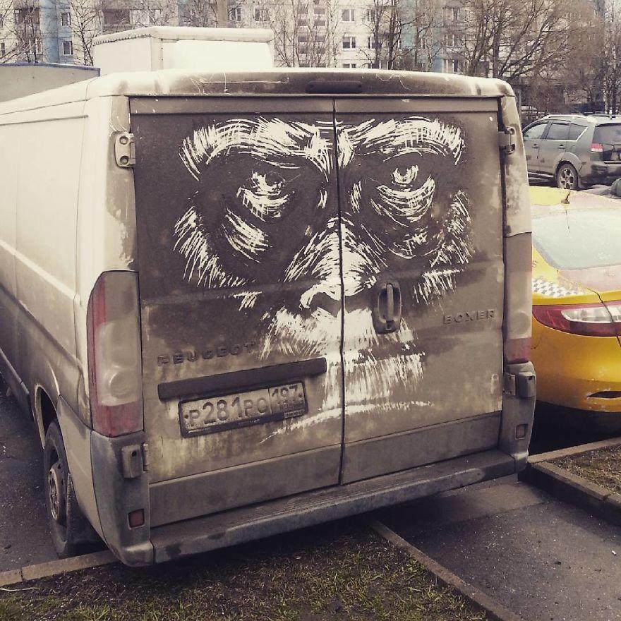 arte su auto sporche