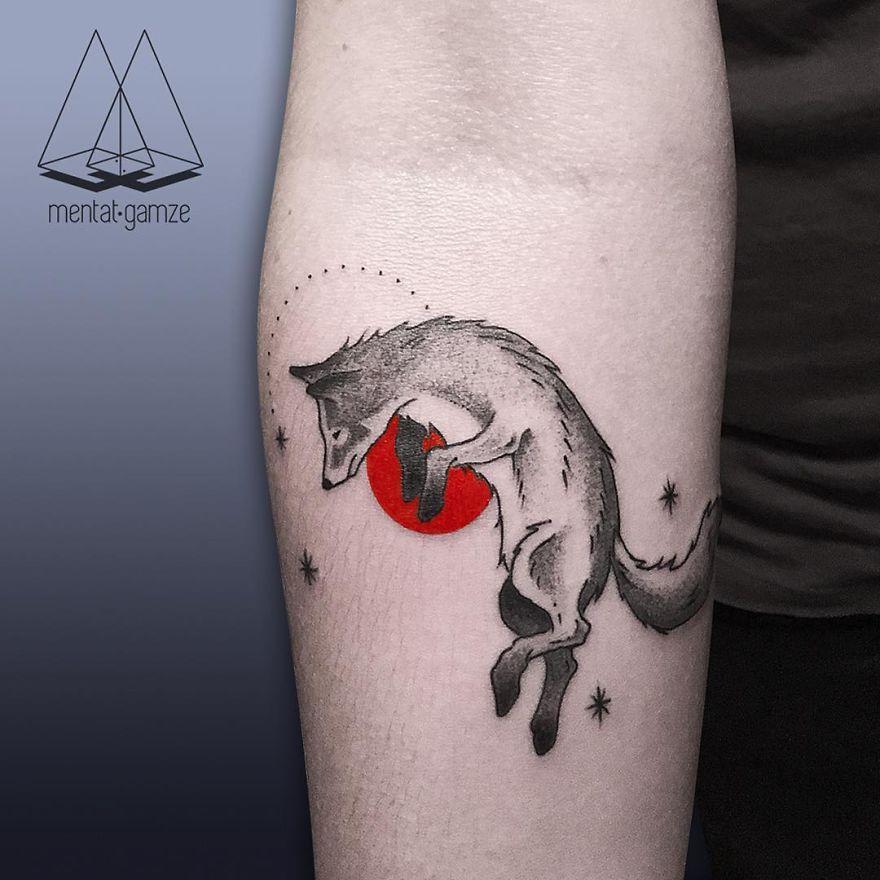 tatuaggi con punto rosso red dot