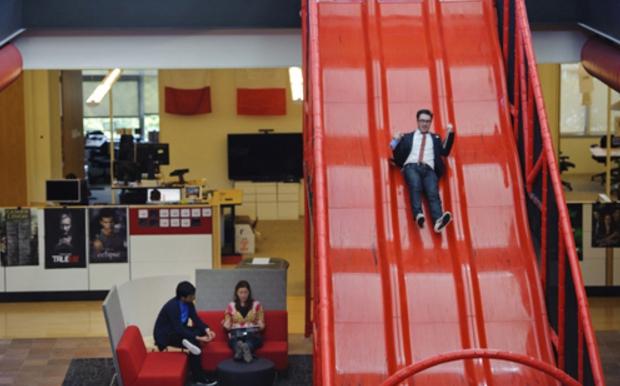 scivoli nel quartier generale di youtube