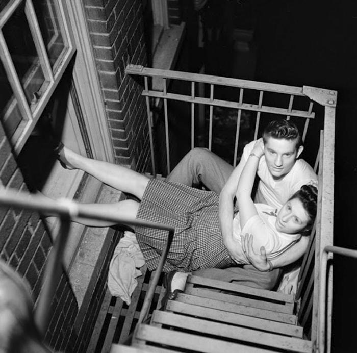 Una coppia su un balcone