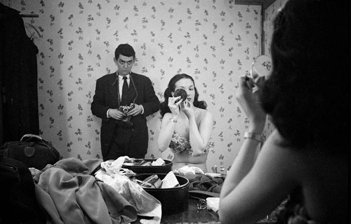 Autoscatto di Stanley Kubrick con la showgirl Rosemary Williams