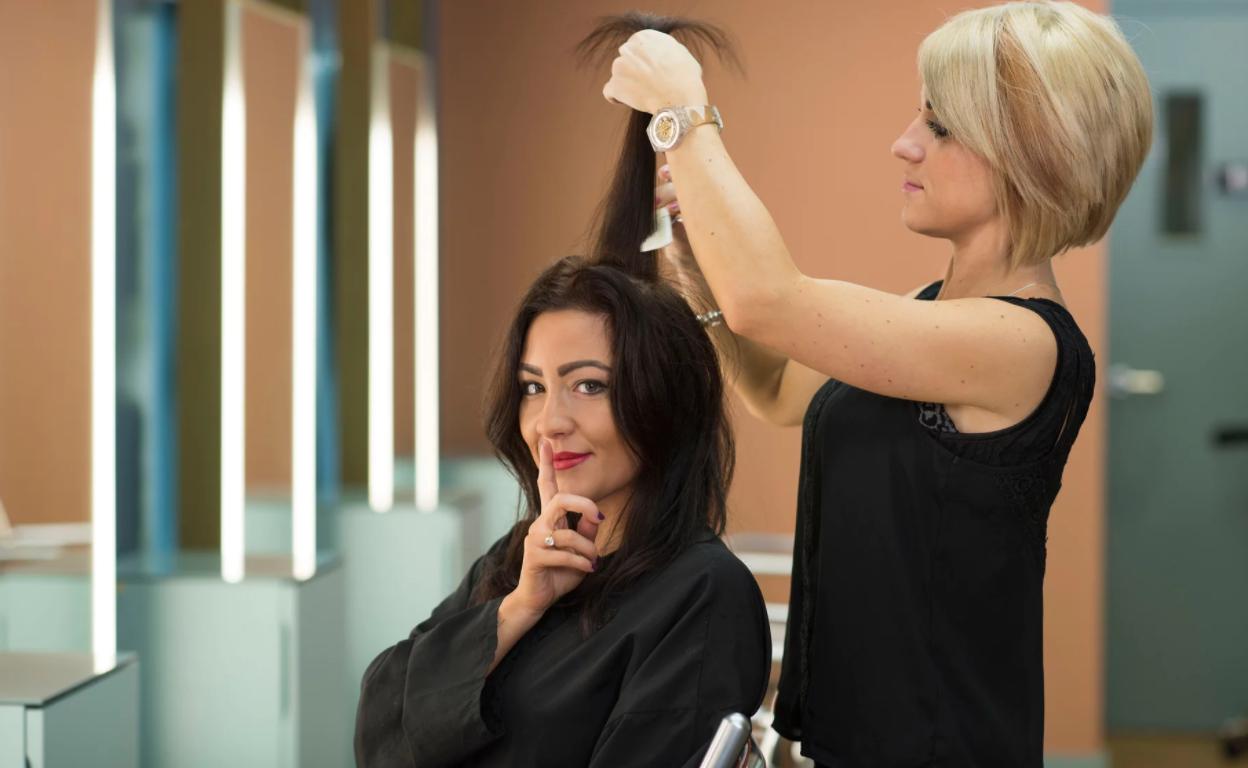 Alcuni hair salons del Regno Unito hanno introdotto la ...