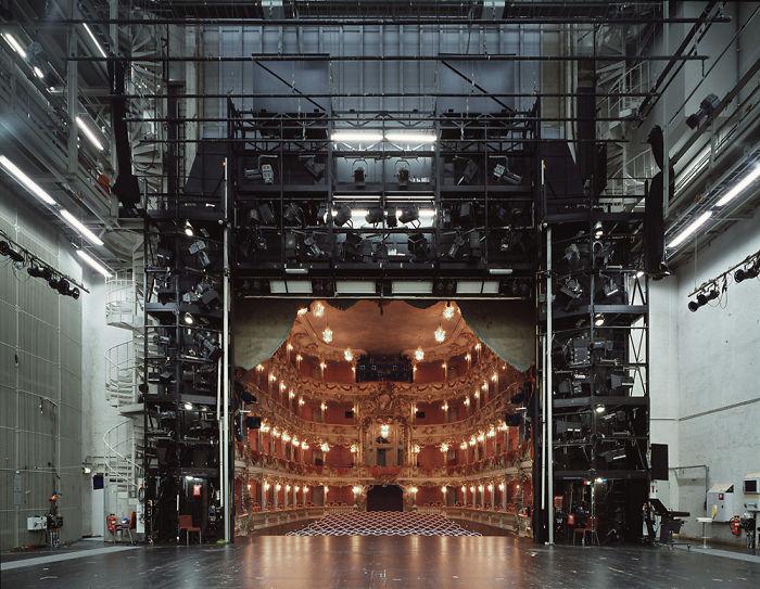 Un teatro visto da dietro le scene
