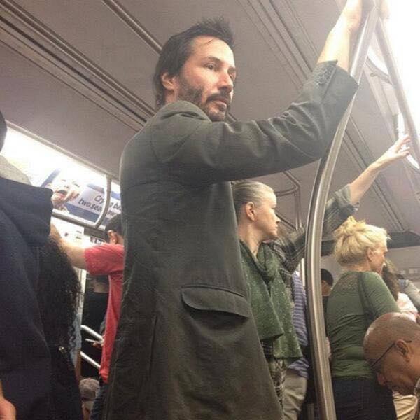 Keanu Reeves sui mezzi pubblici