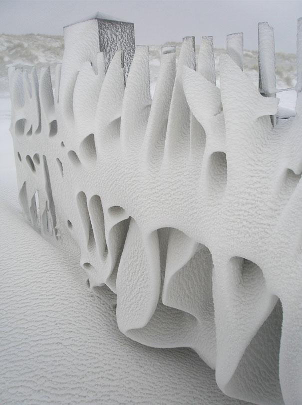 Uno steccato dopo una nevicata in Olanda