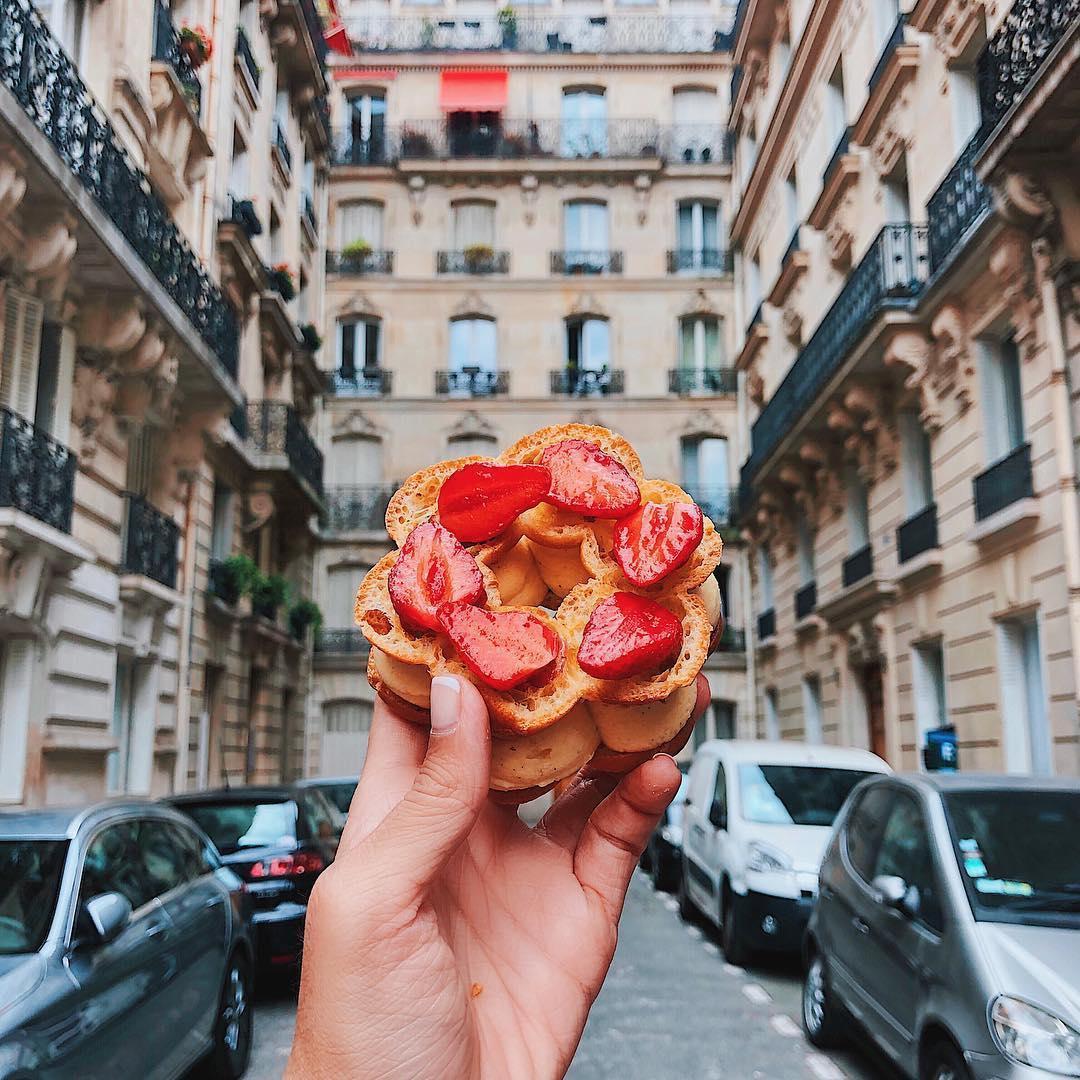 Paris-Brest alle fragole e mandorle a Parigi