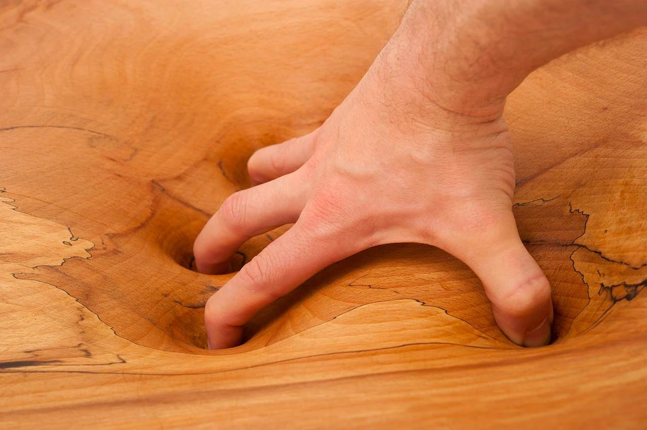 duttilità del legno nelle opere di Phil Young