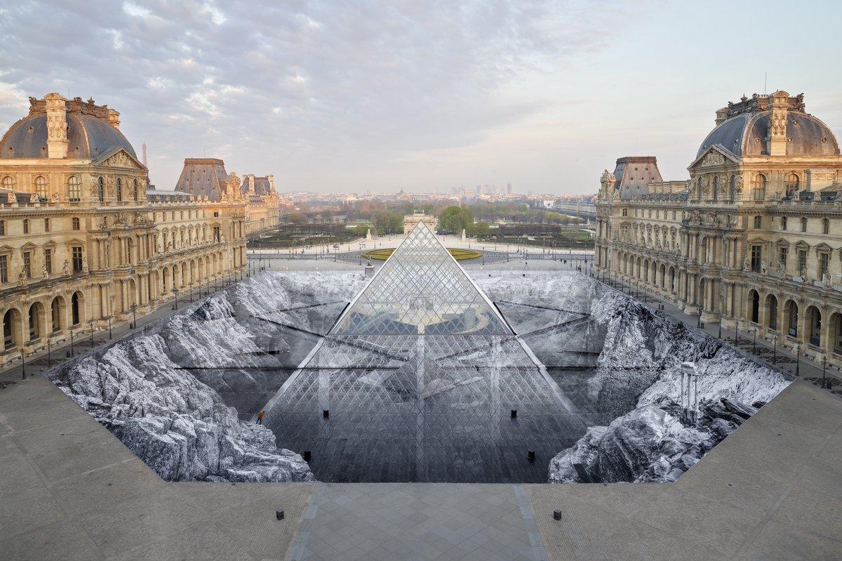illusione ottica attorno al Louvre