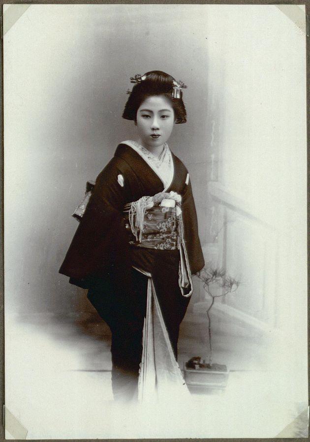 Sul retro la foto recita: geisha di Kanegawa, una fiorente cittadina costiera del Giappone