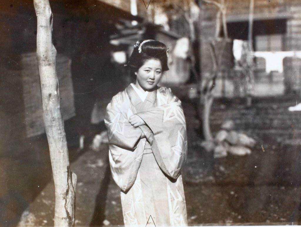 Una giovane ragazza giapponese in una foto posteriore alla seconda guerra mondiale