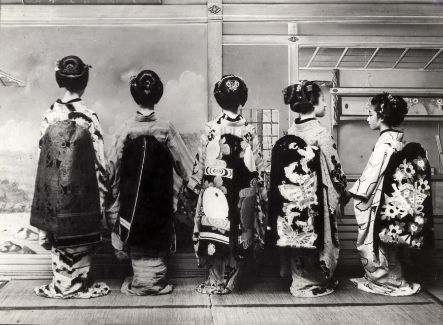 Geisha in abbigliamento tipico,  Giappone, 1931.
