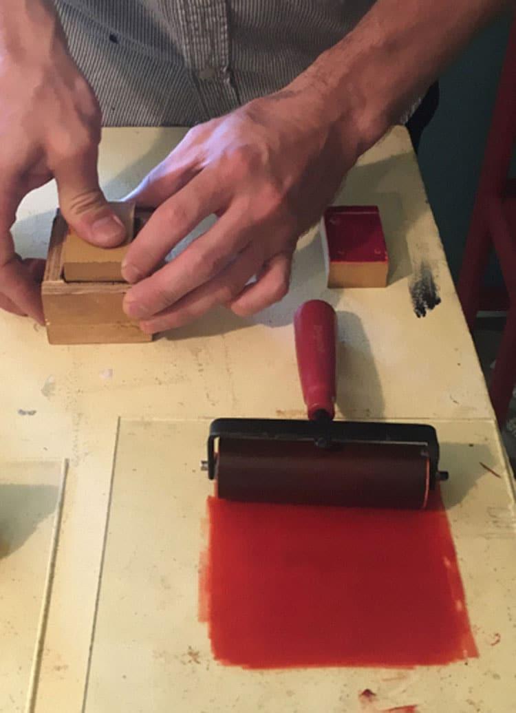 La lavorazione a mano delle scatole di fiammifero