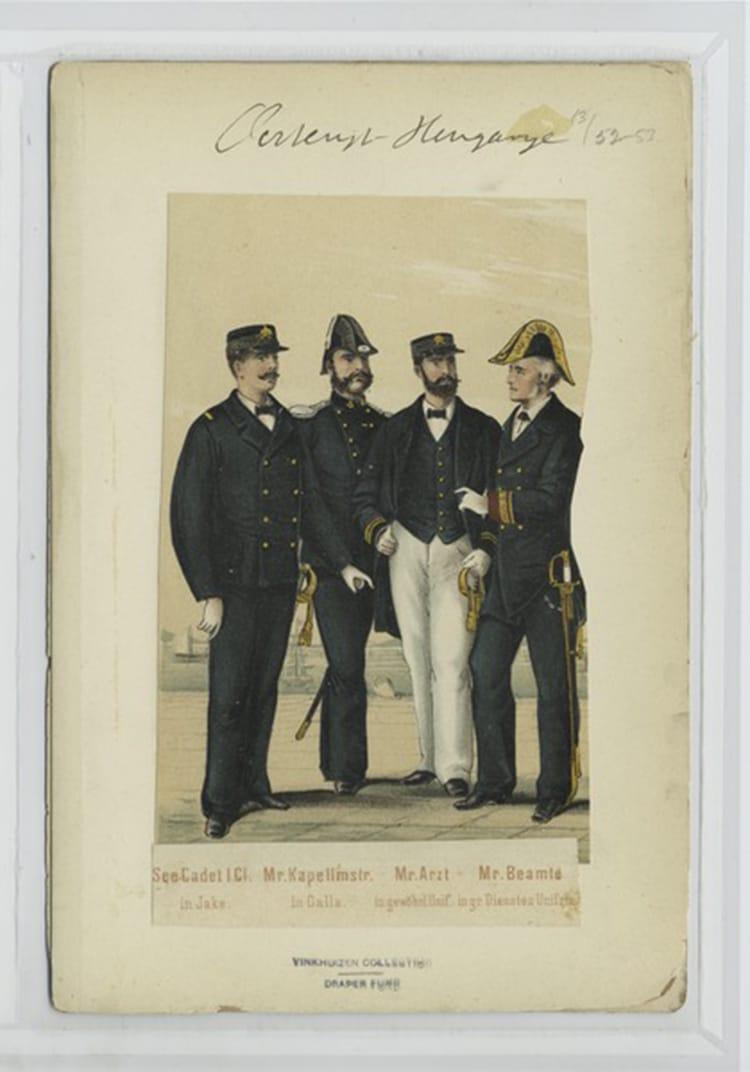 Cadetti della marina USA in uniforme