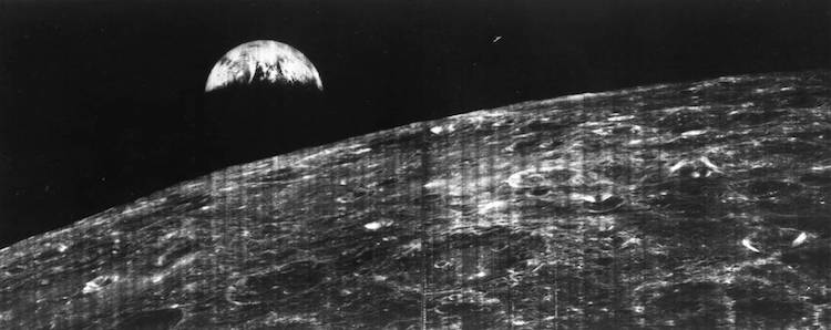 La prima fotografia della Terra presa dalla Luna