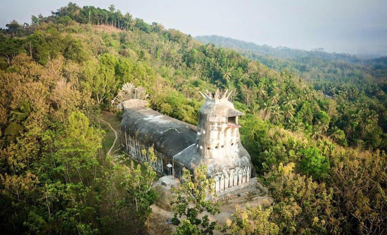 Gereja Ayam la chiesa a forma di pollo